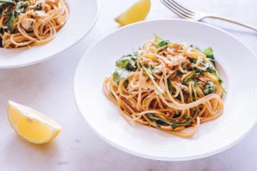 спагетти-с-тунцом-лимоном-и-рукколой