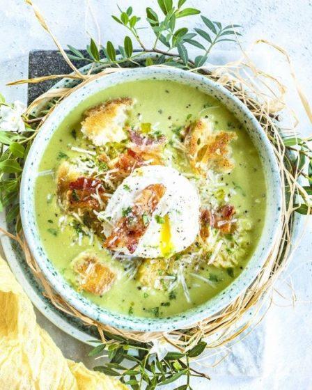 Гороховый крем-суп с яйцом пашот