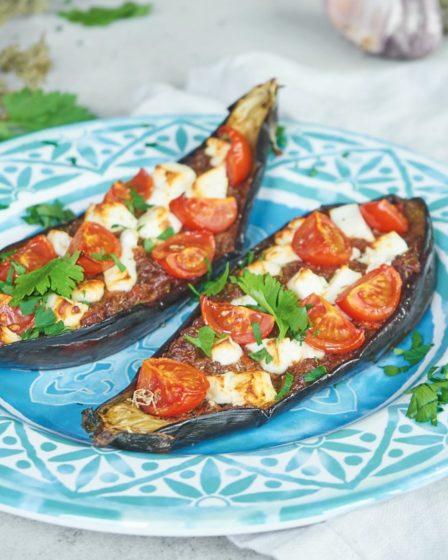 Фаршированный баклажан помидорами и сыром фета